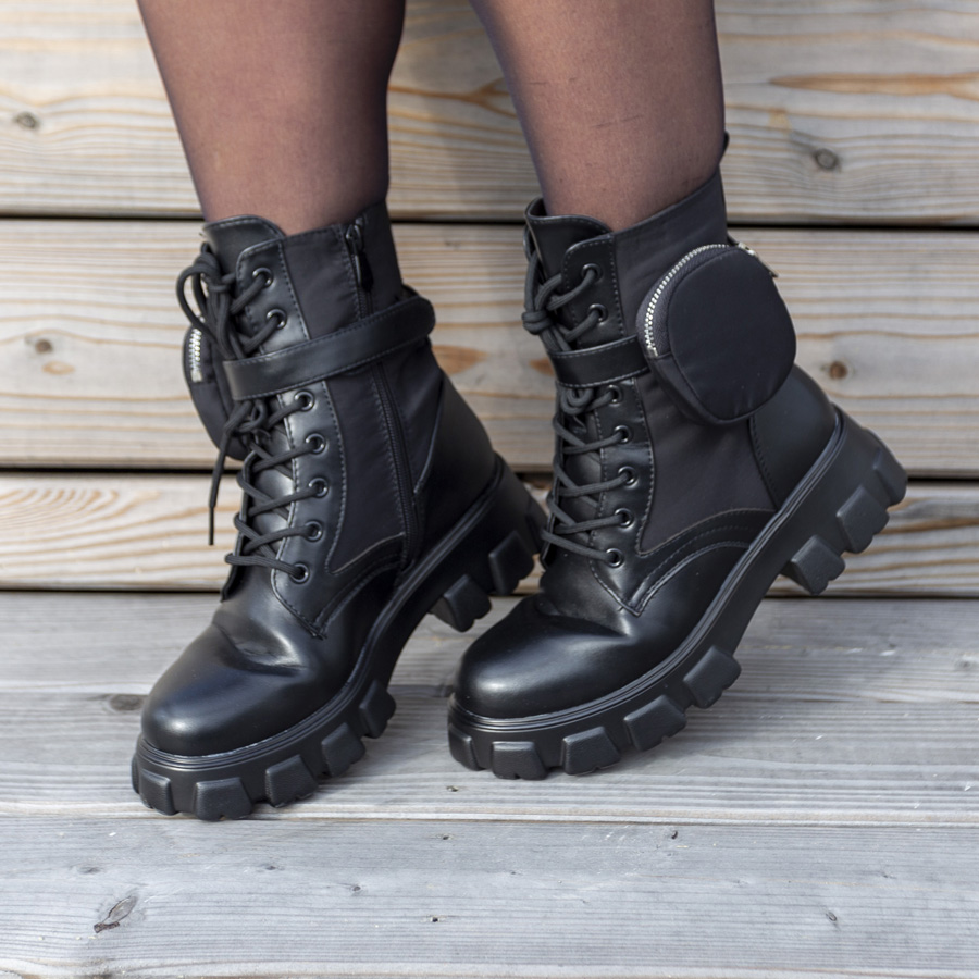 Pocket boots short black